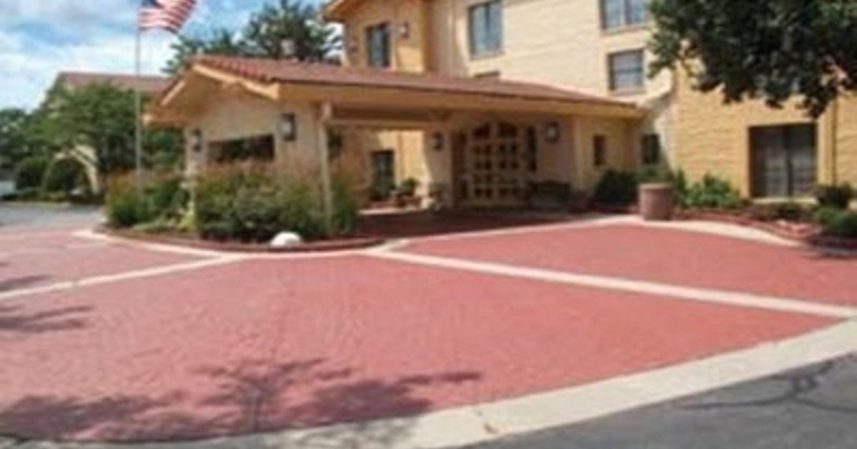 LA QUINTA CHICAGO OAKBROOK -LOCATED IN Oakbrook Terrace-Chicago