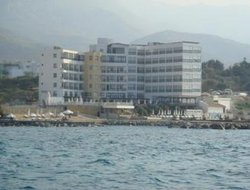 Alsancak hotels with restaurants