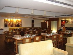 Lucknow hotels with restaurants