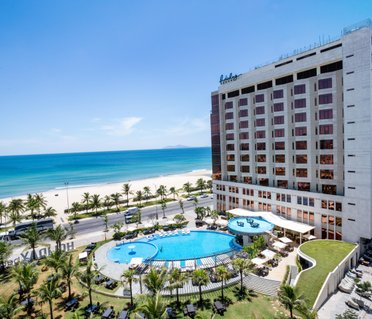 Отель Holiday Beach Danang Hotel & Resort