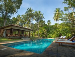 Balapitiya hotels with swimming pool