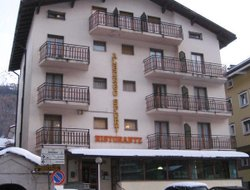 Aprica hotels with restaurants
