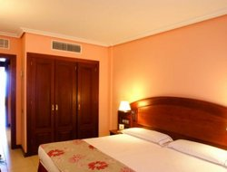 Top-3 romantic Puerto de Santiago hotels
