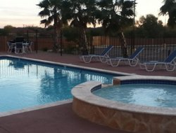 Eagle Pass hotels with swimming pool