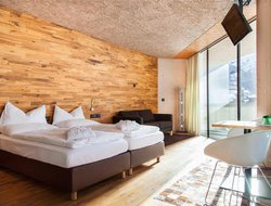 St. Anton hotels with restaurants