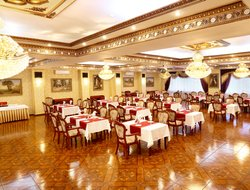 Nizhnevartovsk hotels with swimming pool
