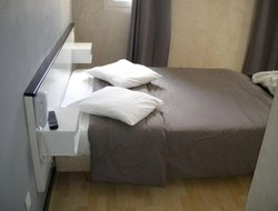 Pets-friendly hotels in Clamart