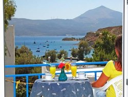 Top-7 romantic Adamas hotels