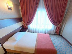 Bornova hotels with restaurants