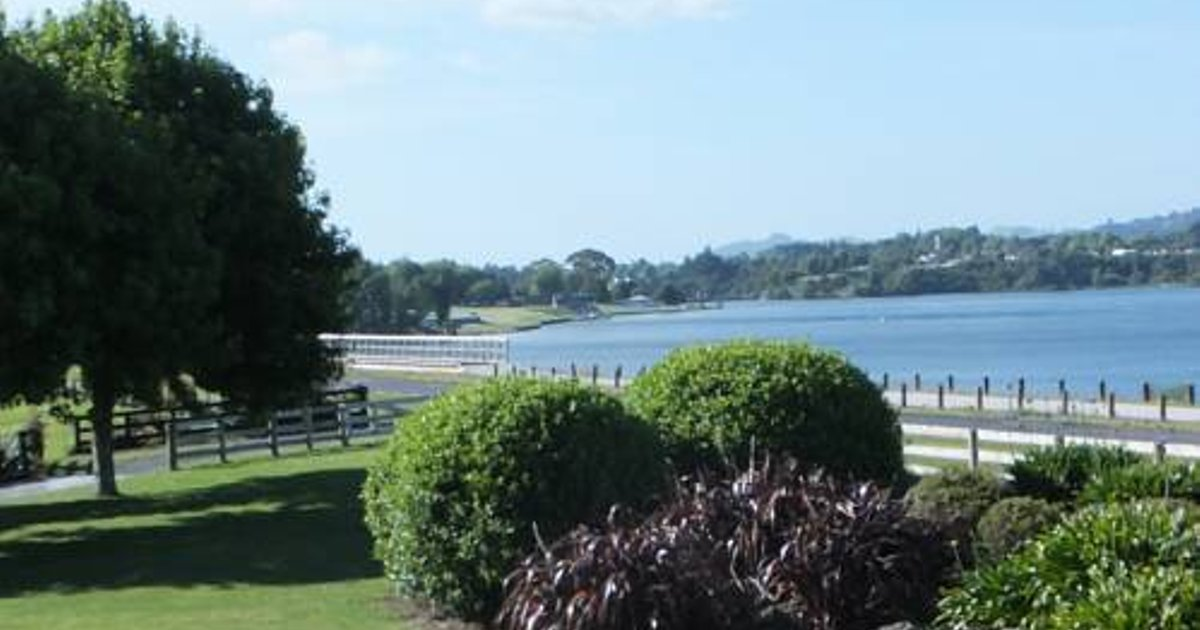 The Lake House Karapiro