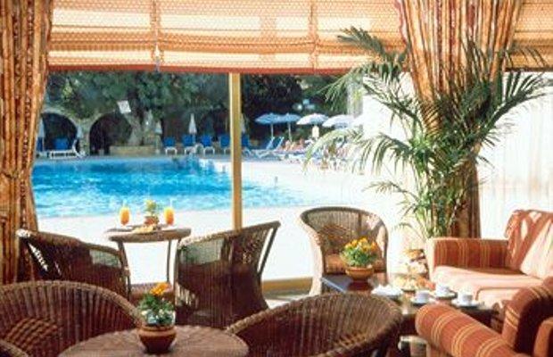 фото Отель Golden Arches 370904175