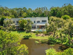 Pets-friendly hotels in Coolum Beach