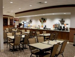 Jamestown hotels with restaurants
