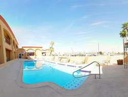 Calexico hotels with swimming pool