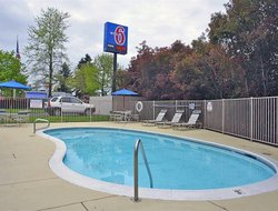 Tigard hotels with swimming pool