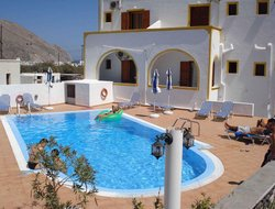 Pets-friendly hotels in Perissa