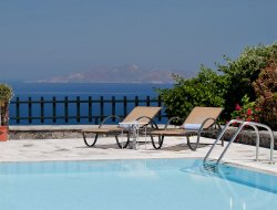 Imerovigli hotels with swimming pool