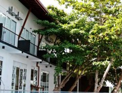 Moratuwa hotels with swimming pool