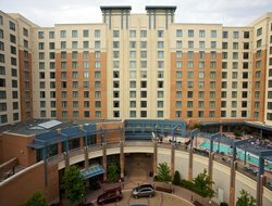 National Harbor hotels with swimming pool