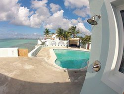 Nassau hotels with swimming pool