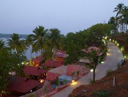 Perumanseri hotels with restaurants