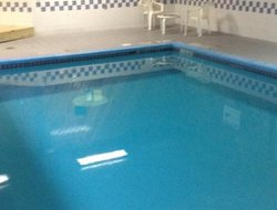 Urbandale hotels with swimming pool