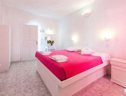 Top-4 romantic Megalochori hotels