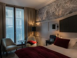 Paris hotels with Russian personnel
