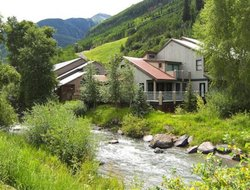 Telluride hotels with river view