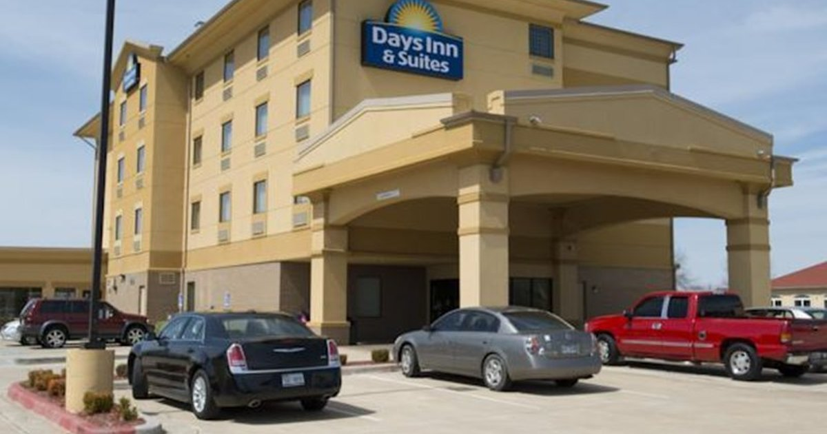 Days Inn and Suites Russelville