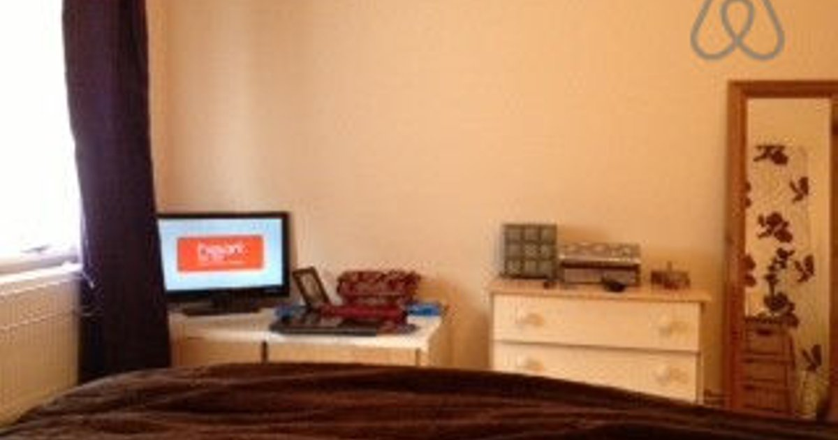 large, bright bedroom wi-fi & tv