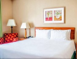 Medford hotels with restaurants