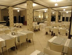 Acaabat hotels with restaurants
