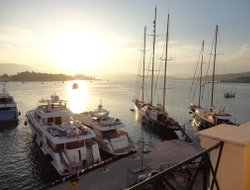 Top-5 hotels in the center of Poros Town