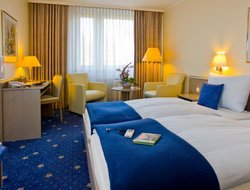 Bonn hotels with swimming pool
