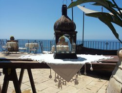 Pisciotta hotels with sea view