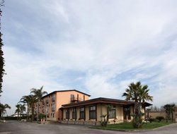 Marina di Varcaturo hotels with restaurants
