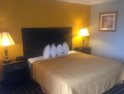 Davenport hotels with restaurants