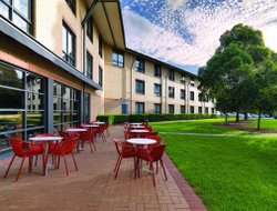 North Ryde hotels with restaurants