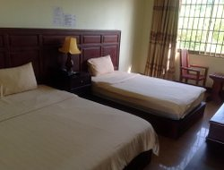 Banlung hotels with restaurants