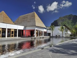 Le Morne hotels with restaurants