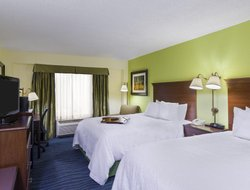 Sandy Springs hotels with restaurants