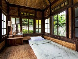 Pets-friendly hotels in Ban Paung