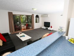 Surfers Paradise hotels with swimming pool
