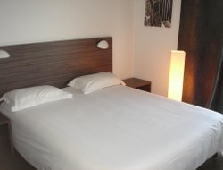 Pets-friendly hotels in Valence