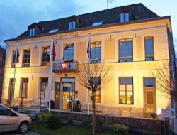 Douai hotels with restaurants