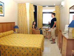 Praia da Oura hotels for families with children
