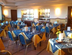 Porto Recanati hotels with restaurants