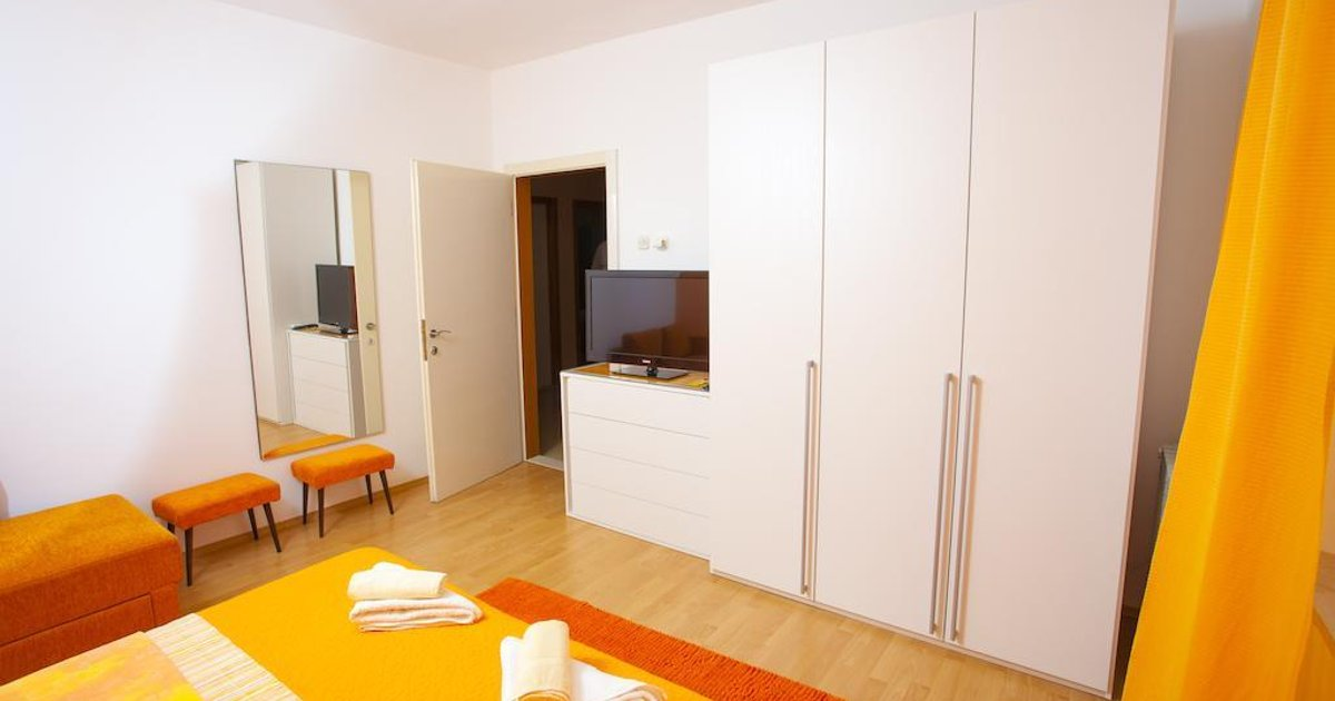 Apartments and Rooms Alagic