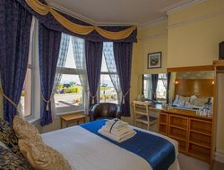 Paignton hotels with sea view